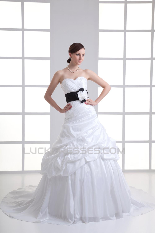 Amazing Sweetheart Sleeveless Taffeta Ball Gown Wedding Dresses 2031117