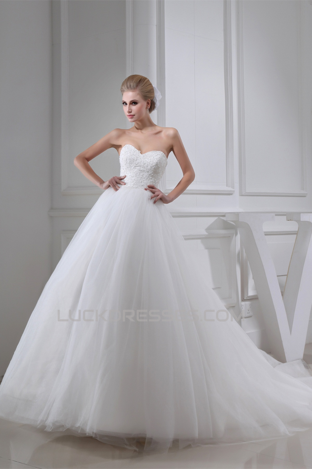 Ball Gown Sweetheart Lace Fine Netting Wedding Dresses 2030184